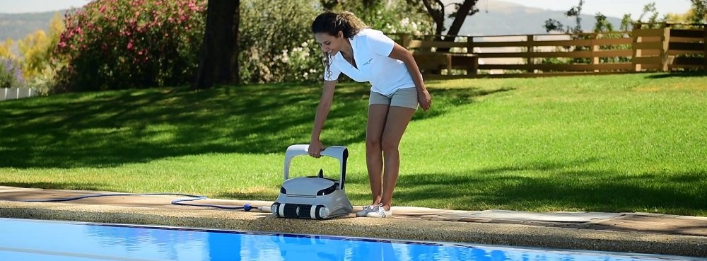 Robotic Pool Cleaner Having Tracks